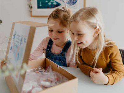 La boîte à bricolages mensuelle pour développer la créativité de vos jeunes
